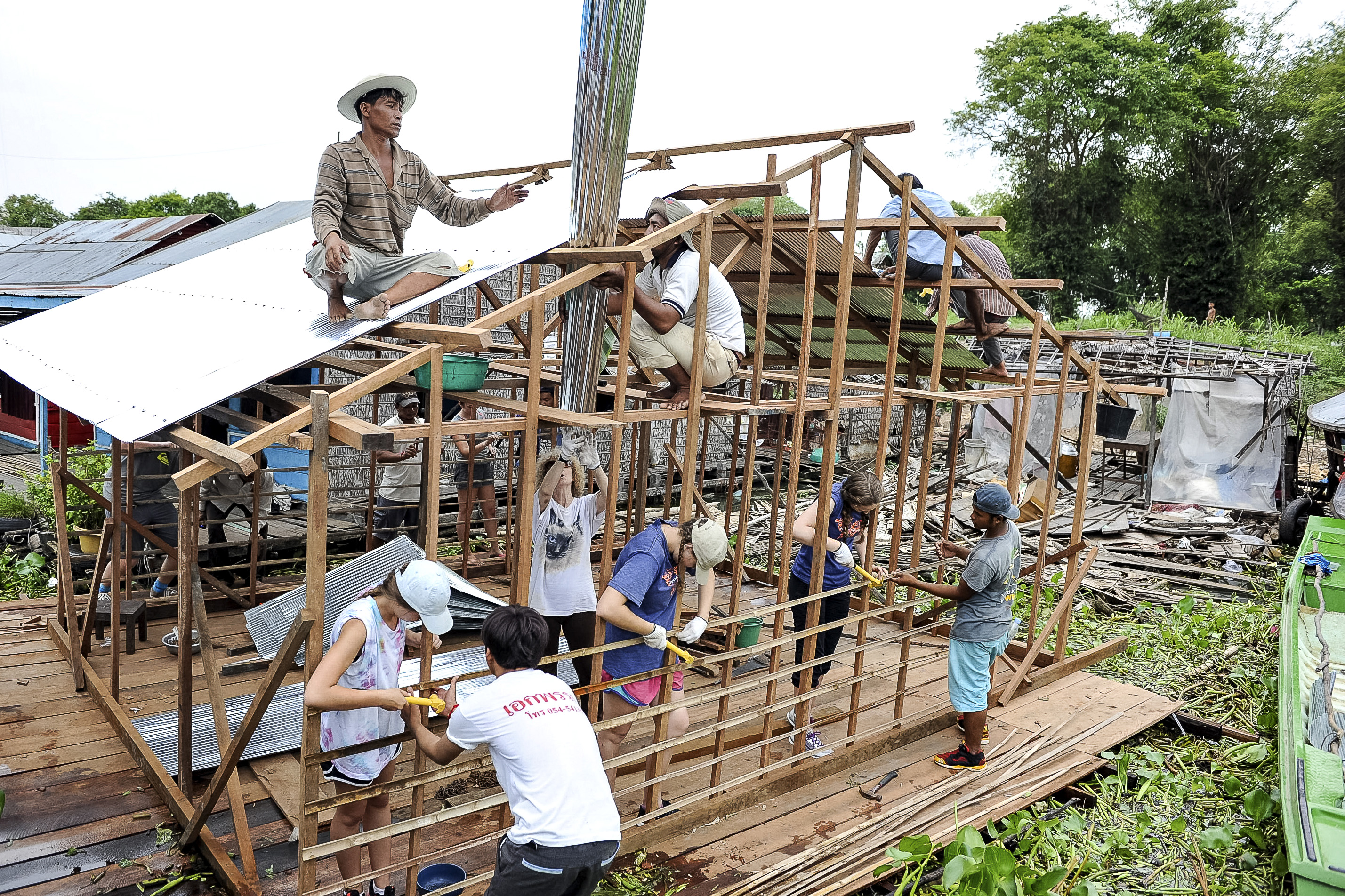 home construction in a Cambodian floating village