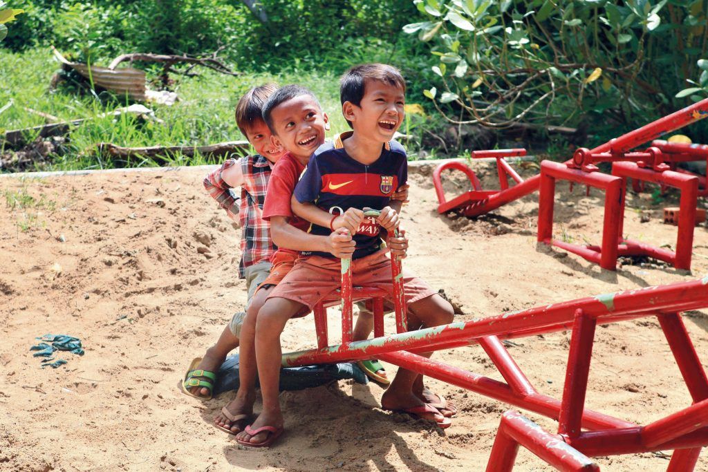 community service in Cambodia with Rustic Pathways